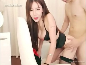 chinese camgirl is live webcasts with her boyfriend.2