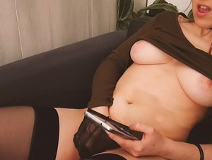 AMATEUR MASTURBATION - Playing with my glass toy and climaxing to Leolulu